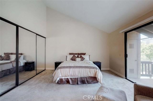21900 Marylee Street, Woodland Hills CA: http://media.crmls.org/mediascn/7aa5c26d-0d3f-409d-9806-d1a7b619bb16.jpg