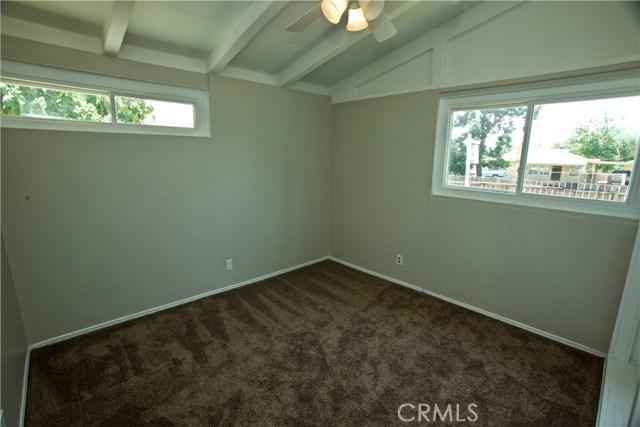 12986 Glenoaks Boulevard, Sylmar CA: http://media.crmls.org/mediascn/7aad4bf3-f841-446a-b056-7988902fada0.jpg