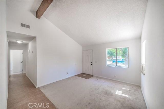 43741 Ponderosa Street, Lancaster CA: http://media.crmls.org/mediascn/7b4ed563-b241-467e-bd88-c5ee693070ad.jpg