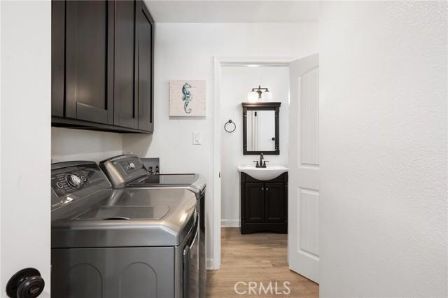 20324 Reaza Place, Woodland Hills CA: http://media.crmls.org/mediascn/7b520d53-daa5-447e-bf5b-5e06904bd7d5.jpg