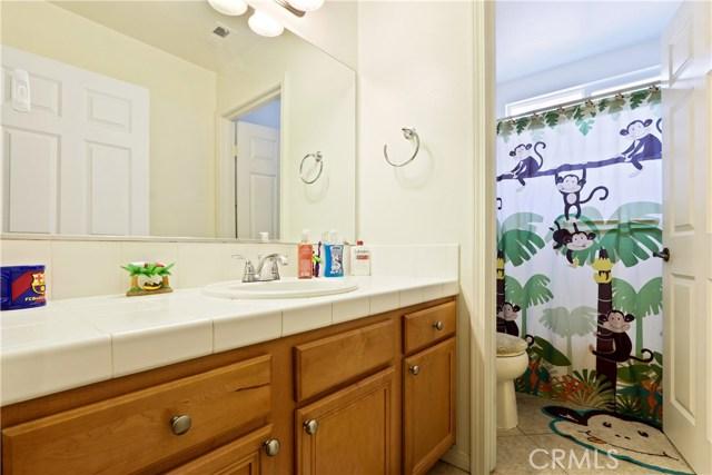 11844 Apple Grove Lane, Sylmar CA: http://media.crmls.org/mediascn/7b657188-b672-40c1-84fc-bb3c011bebea.jpg