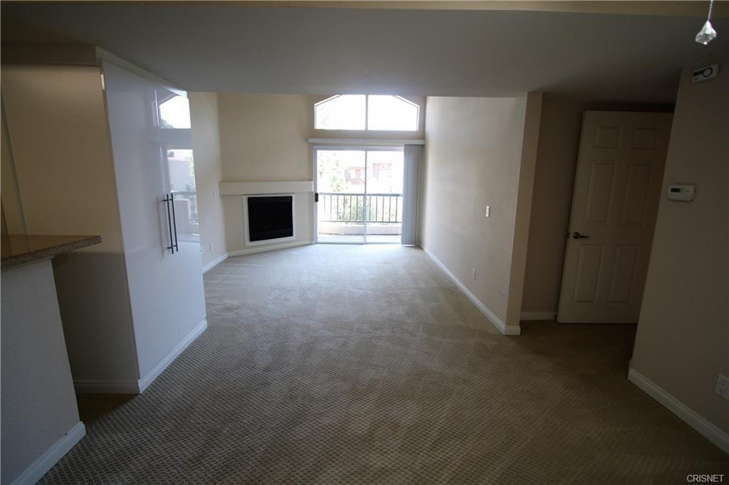 5545 Canoga Avenue, Woodland Hills CA: http://media.crmls.org/mediascn/7b7d05e8-ee13-42d5-bafa-a31552c80be2.jpg