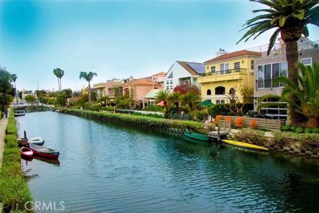 214 Sherman Canal, Venice CA: http://media.crmls.org/mediascn/7b869017-79e9-4df2-815f-fc97e05db07f.jpg