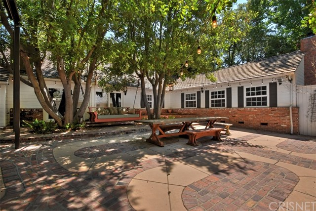 15531 Del Gado Drive, Sherman Oaks CA: http://media.crmls.org/mediascn/7bd663b9-6033-4cfe-a131-37dae476c192.jpg