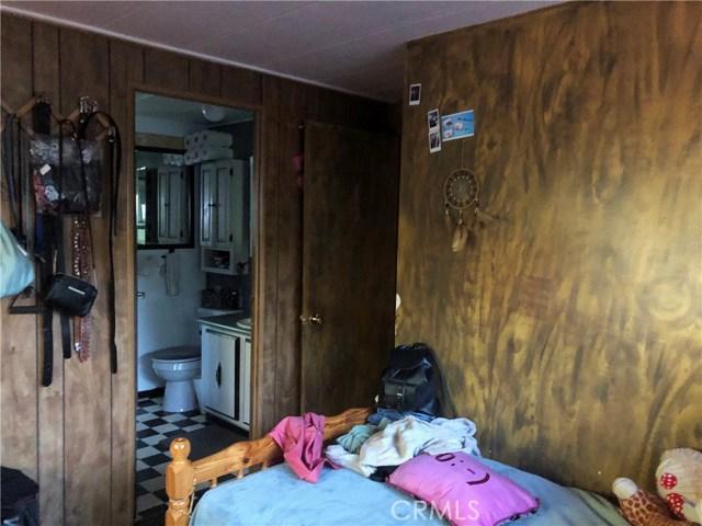 23450 Newhall Avenue, Newhall CA: http://media.crmls.org/mediascn/7beb46cc-b3c6-447e-bcf0-62890da0672d.jpg