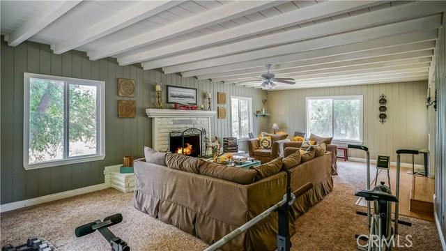 10156 Leona Avenue, Leona Valley CA: http://media.crmls.org/mediascn/7c24c9ca-5ba5-41e2-a7d9-3f8a3f94a1e7.jpg