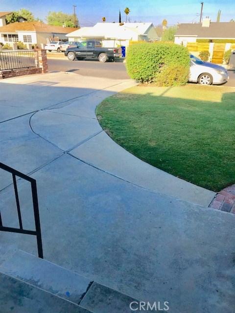 6857 Quakertown Avenue, Winnetka CA: http://media.crmls.org/mediascn/7c5ab77b-e92f-44d8-ad62-56451e0334b9.jpg