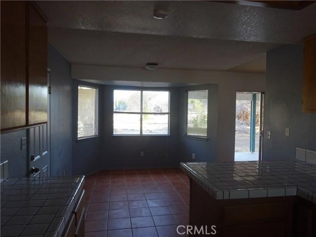 17308 Valeport Avenue, Lancaster CA: http://media.crmls.org/mediascn/7cb370c2-b622-4ad9-a0c1-feeb0870abd5.jpg