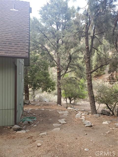 2056 Woodland Drive, Pine Mountain Club CA: http://media.crmls.org/mediascn/7d04f012-42fc-4235-9a50-2e1b400e43c5.jpg