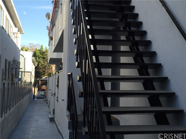 1015 N Vista Street West Hollywood, CA 90046 - MLS #: SR18016983