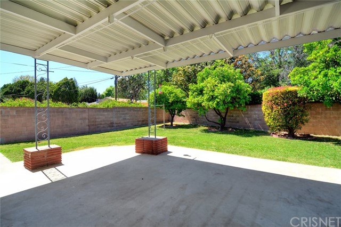 6531 Hanna Avenue, Woodland Hills CA: http://media.crmls.org/mediascn/7d6c2783-35e5-4ca7-8954-90050a7ff74e.jpg