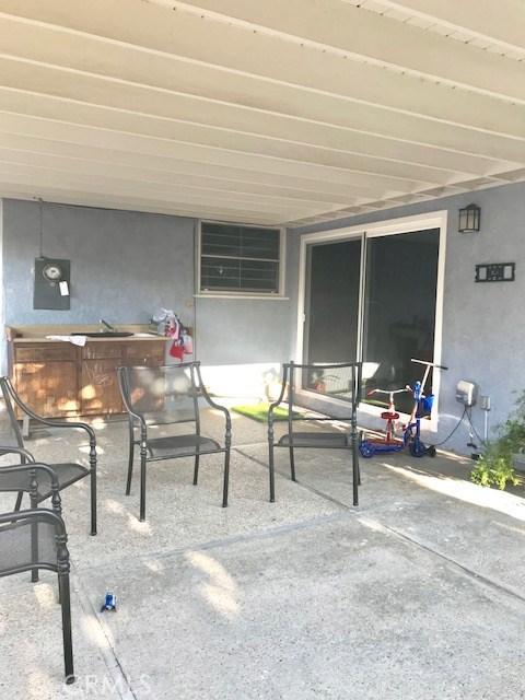 6857 Quakertown Avenue, Winnetka CA: http://media.crmls.org/mediascn/7db0af6b-e9bd-49a5-964e-cbf2075ec300.jpg