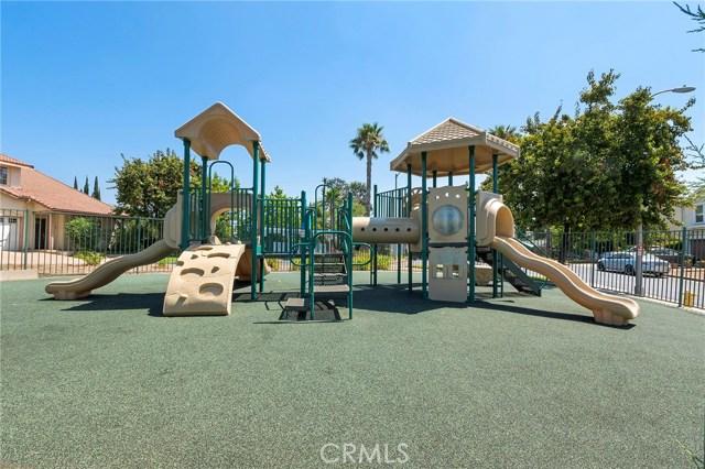 12359 Twilight Avenue, Sylmar CA: http://media.crmls.org/mediascn/7dc4de1b-c947-4b53-9fb4-543397f75c2b.jpg