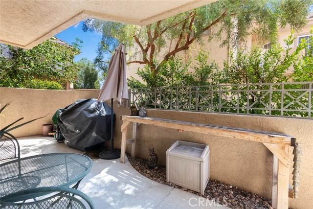 23715 Del Monte Drive, Valencia CA: http://media.crmls.org/mediascn/7df4076a-84f1-4eca-b915-e12980dccc87.jpg
