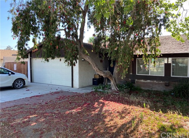 Detail Gallery Image 1 of 1 For 26939 Honby Ave, Canyon Country,  CA 91351 - 3 Beds   2 Baths