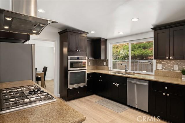 20324 Reaza Place, Woodland Hills CA: http://media.crmls.org/mediascn/7e5137fb-2588-4797-8a63-b6cb4e200d7c.jpg