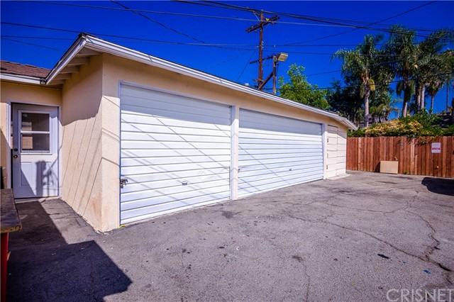 11345 Hatteras Street, North Hollywood CA: http://media.crmls.org/mediascn/7eafa1c5-440c-4d27-8aa8-e4ac62d85dcd.jpg