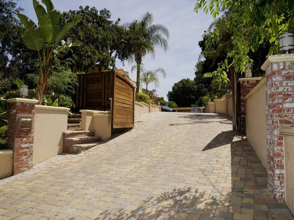 3200 Oakley Drive, Los Angeles CA 90068
