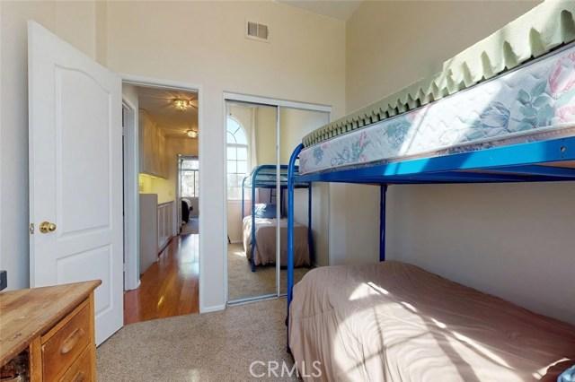 23811 Foxwood Court, Valencia CA: http://media.crmls.org/mediascn/7ed534dc-83e1-45a2-9725-a43639ea3339.jpg
