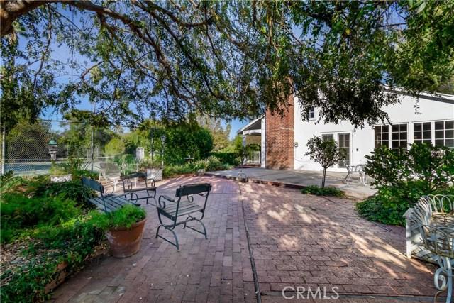 5201 Collier Place, Woodland Hills CA: http://media.crmls.org/mediascn/7eebff4f-5007-4528-a7be-3e98a805ec26.jpg