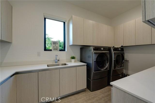 823 N Mansfield Avenue, Hollywood CA: http://media.crmls.org/mediascn/7f1d1b97-14a7-4324-af70-3b6895c316c3.jpg