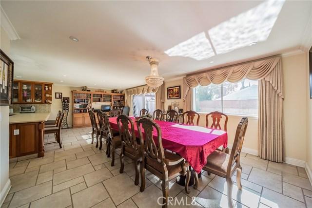 13300 Weddington Street, Sherman Oaks CA: http://media.crmls.org/mediascn/7f3a53f4-e273-4028-94f1-b29132630816.jpg
