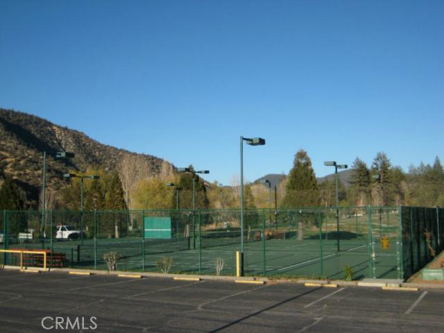 16401 Grizzly, Pine Mtn Club CA: http://media.crmls.org/mediascn/7f3bf4e8-6be7-4789-af08-1bcda1763476.jpg