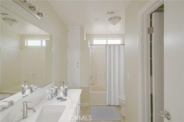 10678 Mesa Street, Victorville CA: http://media.crmls.org/mediascn/7f3f2824-029e-480f-94e7-b5ba170339a9.jpg