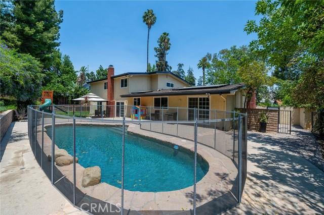 20324 Reaza Place, Woodland Hills CA: http://media.crmls.org/mediascn/7f5979ac-7160-4595-bdc8-71dd3f0e8570.jpg