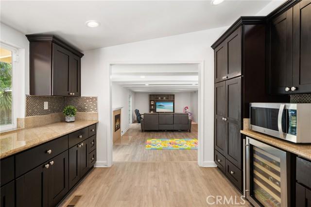 20324 Reaza Place, Woodland Hills CA: http://media.crmls.org/mediascn/7ff3843d-3457-470a-813d-708e29775a8e.jpg