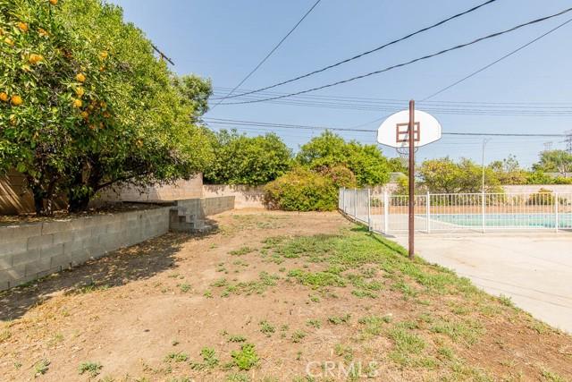 10920 Garden Grove Avenue, Northridge CA: http://media.crmls.org/mediascn/804c749a-ce08-401d-864c-a55be4c17c57.jpg