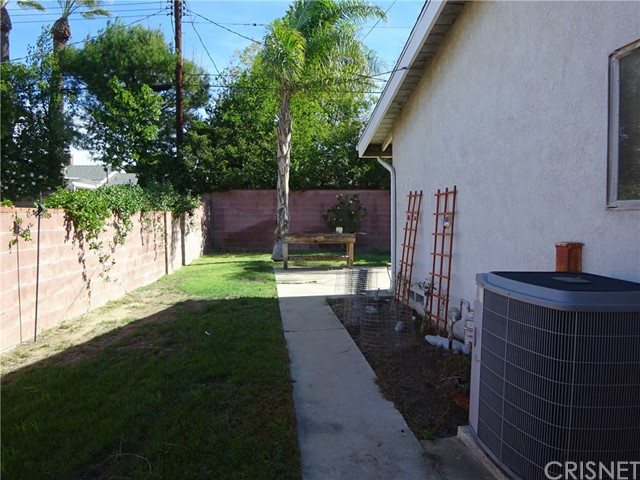 10102 Debra Avenue, North Hills CA: http://media.crmls.org/mediascn/8051637b-0715-45b7-8e76-5da953290595.jpg