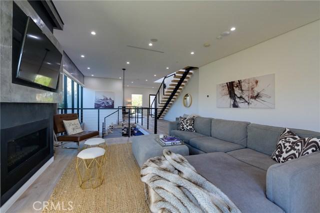 823 N Mansfield Avenue, Hollywood CA: http://media.crmls.org/mediascn/8067d34d-3844-4a19-905f-58c8c53c626a.jpg