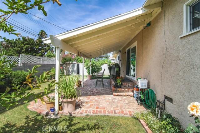 17234 Flanders Street, Granada Hills CA: http://media.crmls.org/mediascn/806f8fc5-24c7-403a-be72-799014e1e145.jpg