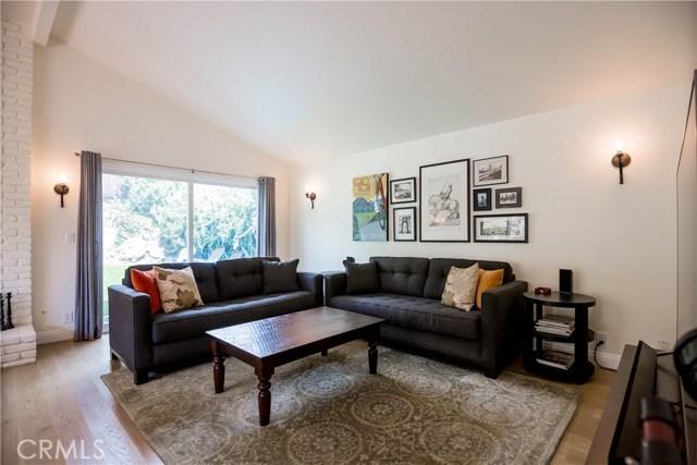 5000 Lauderdale Avenue, La Crescenta CA: http://media.crmls.org/mediascn/807c12b8-b7bd-4211-98e4-e25392590a3f.jpg