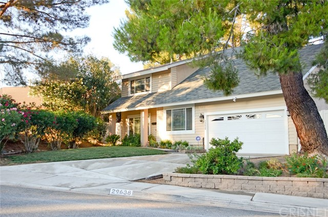 29638 Grandifloras Road, Canyon Country CA: http://media.crmls.org/mediascn/80aa6f0c-d9a4-4e06-a644-5fa03bf4968d.jpg