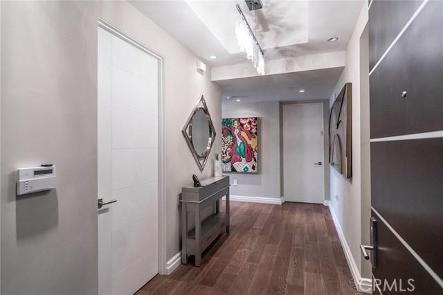共管式独立产权公寓 为 销售 在 441 S Barrington Avenue 布伦特伍德, 加利福尼亚州 90049 美国