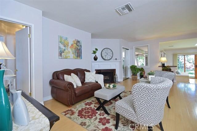 5825 Lemona Avenue, Sherman Oaks CA: http://media.crmls.org/mediascn/80bf7cc4-6b4d-4387-a818-768dd238c576.jpg