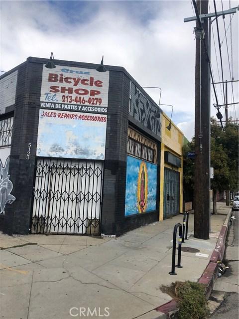 5121 W Adams Boulevard, Los Angeles CA: http://media.crmls.org/mediascn/80ca8d6e-9096-426c-8d7c-9427ee71fb59.jpg