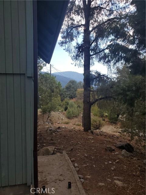 2056 Woodland Drive, Pine Mountain Club CA: http://media.crmls.org/mediascn/80dbda3a-400a-48a2-b88c-ceafaea1b0de.jpg