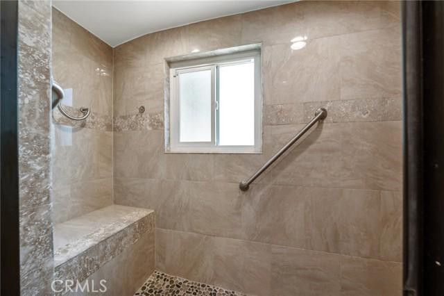 20324 Reaza Place, Woodland Hills CA: http://media.crmls.org/mediascn/812565d3-10f7-4e28-b694-b10c48137cba.jpg
