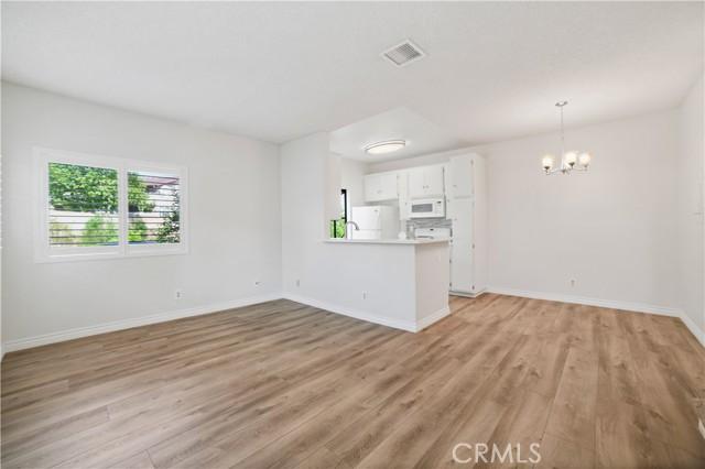 74 Maegan Place, Thousand Oaks CA: http://media.crmls.org/mediascn/8156ee04-6580-4c40-8765-0fe9cd0bdc1b.jpg