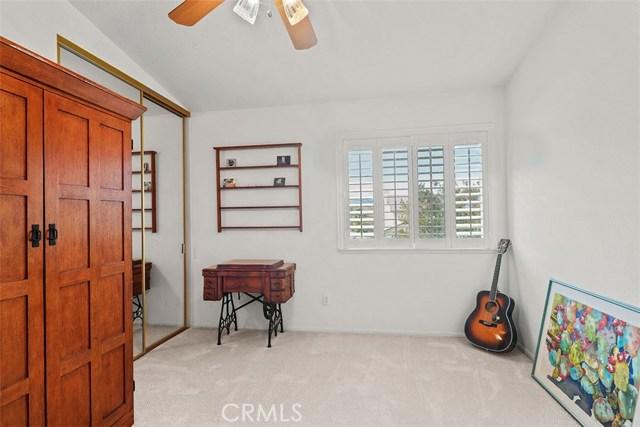 24020 Ingomar Street, West Hills CA: http://media.crmls.org/mediascn/81972855-beee-4e66-b676-a3cb15b841d6.jpg