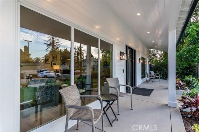 17912 Erwin Street, Encino CA: http://media.crmls.org/mediascn/825ad3fa-8880-4121-8eb5-3e0d5edb5315.jpg