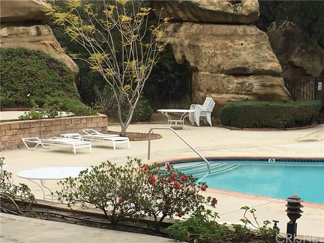 11401 Topanga Canyon Boulevard Unit 4 Chatsworth, CA 91311 - MLS #: SR18046541