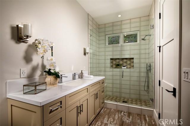 4200 Mesa Vista Drive, La Canada Flintridge CA: http://media.crmls.org/mediascn/8279f8f3-0b0b-4b98-b824-9c604fab5619.jpg
