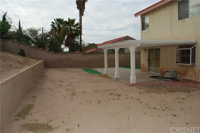 38627 S Desert Flower S Drive, Palmdale CA: http://media.crmls.org/mediascn/82b9e333-dd6e-4be8-a6f5-bd93127c2a31.jpg
