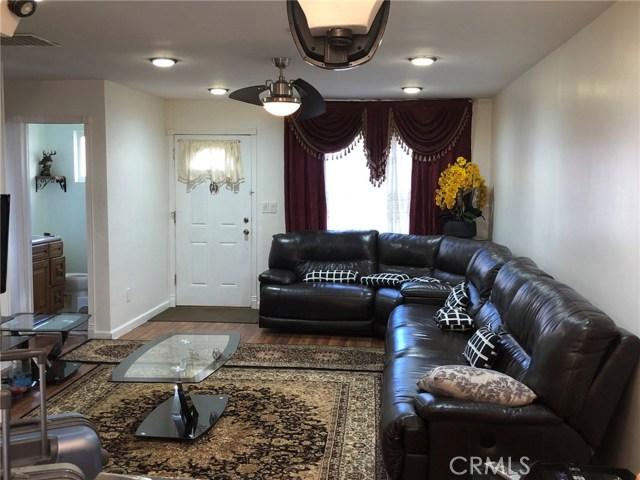 17053 Roscoe Boulevard, Northridge CA: http://media.crmls.org/mediascn/83091833-8de5-46d9-b96f-0867e2ab4536.jpg