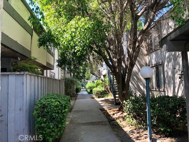 18620 Hatteras Street, Tarzana CA: http://media.crmls.org/mediascn/8341ec09-b2e7-413c-9ec0-4fb88f1d6d8d.jpg