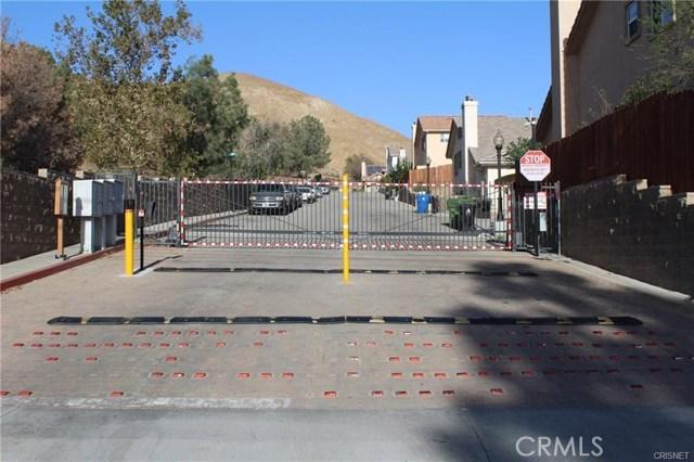 11844 Apple Grove Lane, Sylmar CA: http://media.crmls.org/mediascn/83adc318-63fe-4fc6-908f-90241534473a.jpg